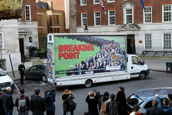 MEP「Young Remainers Reveal Hard-hitting Brexit Billboard」:写真・画像(6)[壁紙.com]