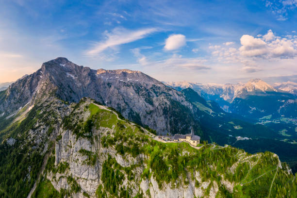 Aerial panorama of Berchtesgaden with Eagle Nest, Mount Hoher Göll and Mount Kehlstein:スマホ壁紙(壁紙.com)