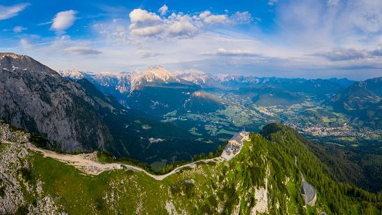 World War II「Aerial panorama of Berchtesgaden with Hitler's Eagle Nest, Mount Hoher Göll and Mount Kehlstein」:スマホ壁紙(8)