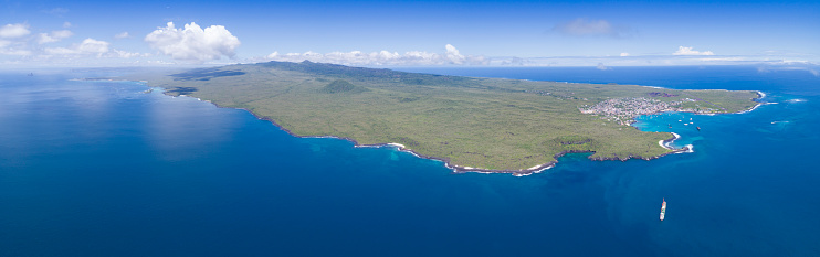 Peninsula「Aerial Panorama of San Cristobal with its Harbour Puerto Baquerizo Moreno, Galapagos Islands, Ecuador」:スマホ壁紙(5)