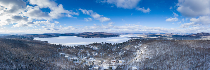 Chalet「Aerial Panoramic View of Lac St-Joseph in Winter Season, Quebec, Canada」:スマホ壁紙(17)