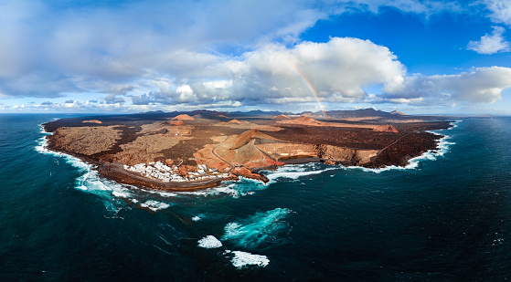 Depression - Land Feature「Aerial panorama of Lanzarote Island and Volcanic Lake El Golfo, Canary Islands.」:スマホ壁紙(6)