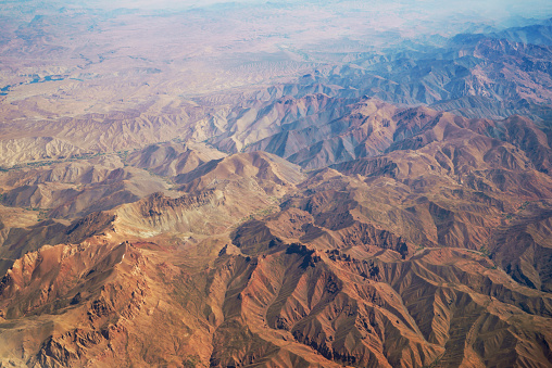 Remote Location「aerial panoramic view at mountain range in desert from airplane above pakistan」:スマホ壁紙(0)