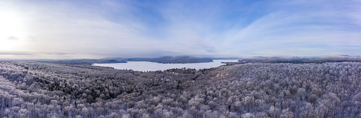 Boreal Forest「Aerial Panoramic View of Boreal Nature Forest in Winter After Snowstorm, Quebec, Canada」:スマホ壁紙(9)