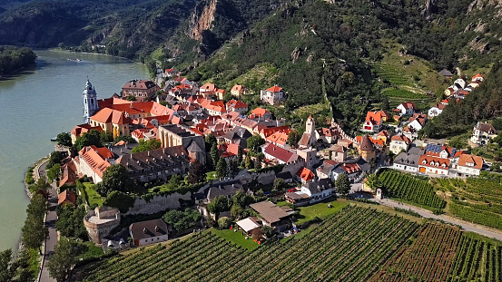 UNESCO「Aerial panorama of Durnstein town. Wachau valley, Austria」:スマホ壁紙(11)