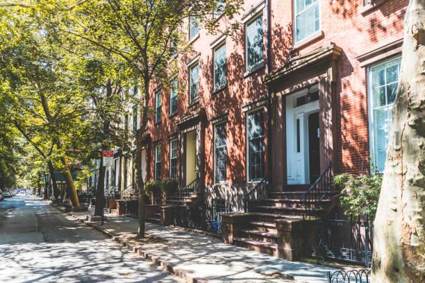 USA, New York, row of houses in Brooklyn:スマホ壁紙(壁紙.com)