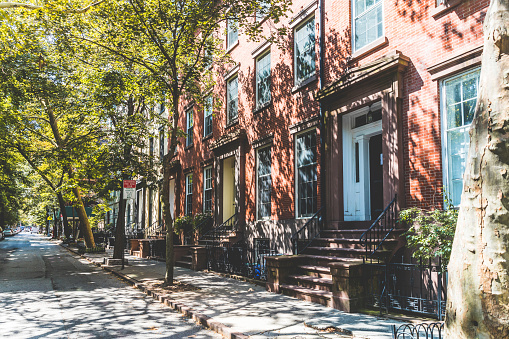 Avenue「USA, New York, row of houses in Brooklyn」:スマホ壁紙(3)