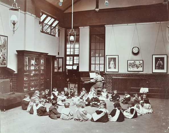 Organized Group「Music Lesson, Southfields Infants' School, Wandsworth, London, 1906. Artist: Unknown.」:写真・画像(15)[壁紙.com]