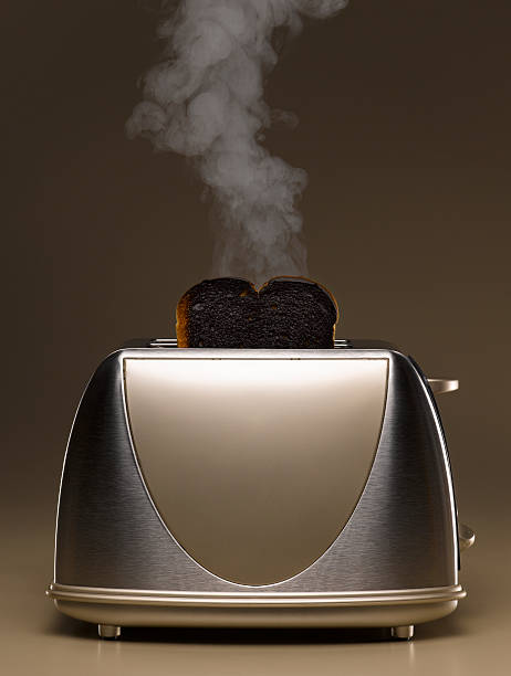 Toaster with smoking burned toast:スマホ壁紙(壁紙.com)