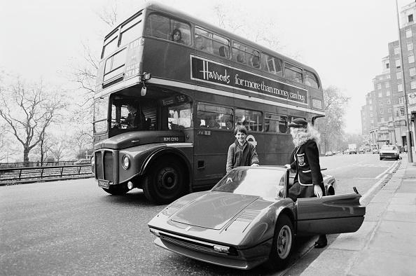 Double-Decker Bus「Miniature Ferrari Car」:写真・画像(4)[壁紙.com]