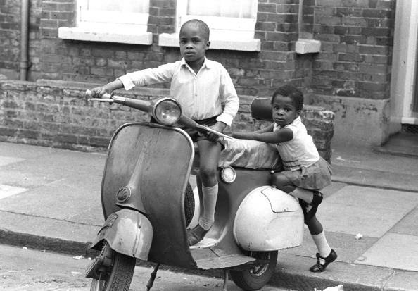 Black History in the UK「Children On Scooter」:写真・画像(17)[壁紙.com]