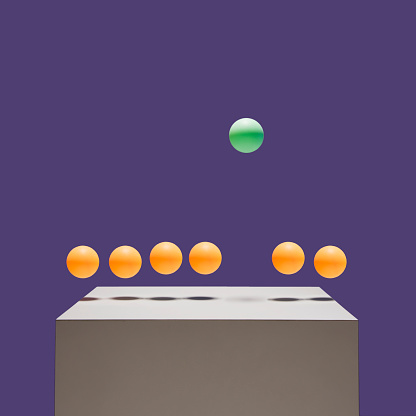 Individuality「One green ball bouncing higher than 6 orange balls」:スマホ壁紙(16)
