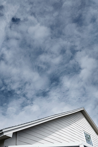 Overcast「Cloudy sky over roof top of  residential house」:スマホ壁紙(18)