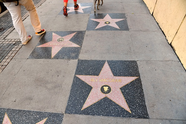 Walk Of Fame「Hollywood Chamber Of Commerce Honors Ali MacGraw And Ryan O'Neal With Stars On The Hollywood Walk Of Fame」:写真・画像(12)[壁紙.com]