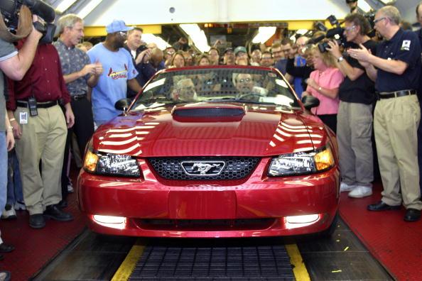 Land Vehicle「Final Car Rolls Off Historic Ford Assembly Plant」:写真・画像(15)[壁紙.com]