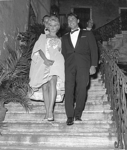 1958「Descending Stairs」:写真・画像(13)[壁紙.com]