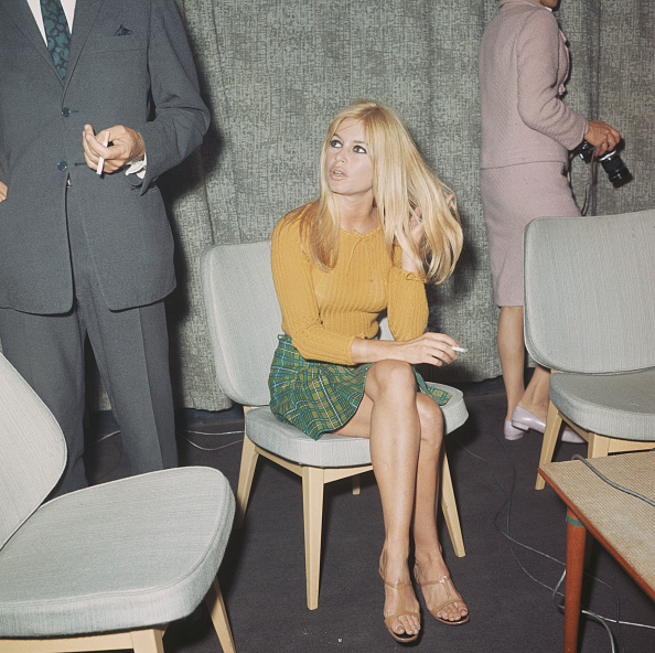Mini Skirt「Brigitte Bardot」:写真・画像(4)[壁紙.com]