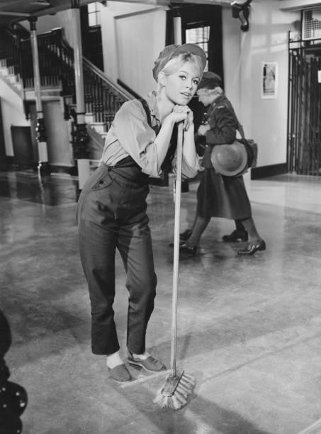 Bib Overalls「Brigitte Bardot」:写真・画像(11)[壁紙.com]