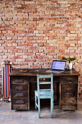 Skateboard「Vintage workspace at brick wall in office」:スマホ壁紙(10)