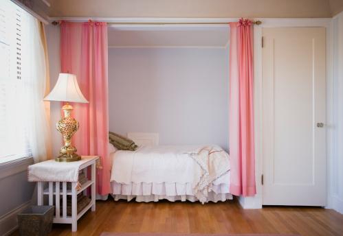 Twin Bed「Bedroom with hardwood floor」:スマホ壁紙(17)