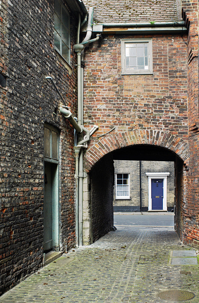 King's Lynn「Alleyway in the medieval part of Kings Lynn, Norfolk, UK」:写真・画像(5)[壁紙.com]