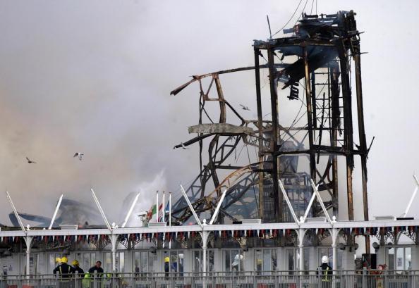 Weston-super-Mare「Fire Engulfs Grand Pier At Weston-Super-Mare」:写真・画像(6)[壁紙.com]