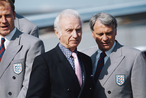 Club Soccer「Stanley Matthews and Bobby Robson 1990 FIFA World Cup departure Luton Airport」:写真・画像(15)[壁紙.com]