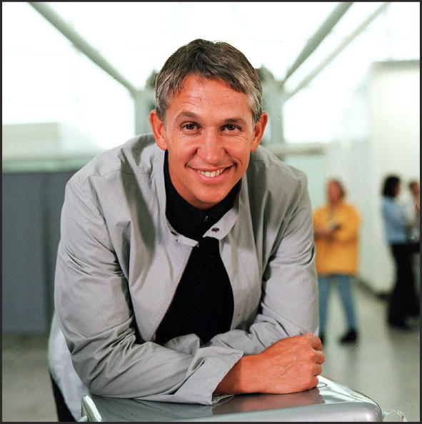 Game「Gary Lineker films an anti drug advert at Stansted Airport」:写真・画像(13)[壁紙.com]