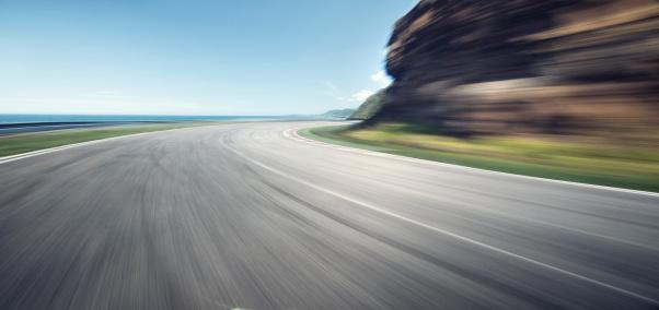 Blurred Motion「Ocean cliff road」:スマホ壁紙(2)