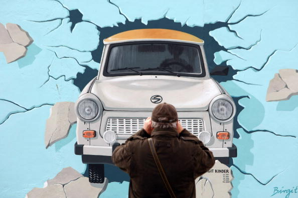 Transportation「Berlin's East Side Gallery Reopens After Face-Lift」:写真・画像(13)[壁紙.com]