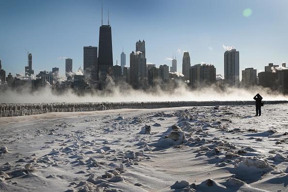 Urban Skyline「Polar Vortex Brings Extreme Cold Temperatures To Chicago」:写真・画像(15)[壁紙.com]