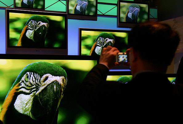 Digital Display「Chancellor Merkel Visits CeBIT Technology Trade Fair」:写真・画像(7)[壁紙.com]