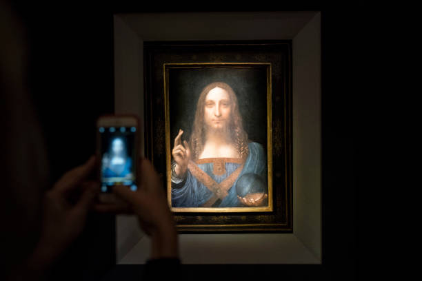 "Drew Angerer「Christie's To Auction Leonardo da Vinci's ""Salvator Mundi"" Painting」:写真・画像(6)[壁紙.com]"