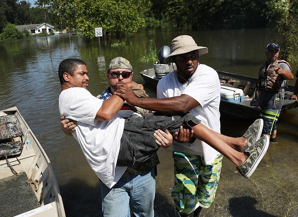 Volunteer「Southeast Texas Inundated After Harvey Makes Second Pass Over The Region」:写真・画像(4)[壁紙.com]