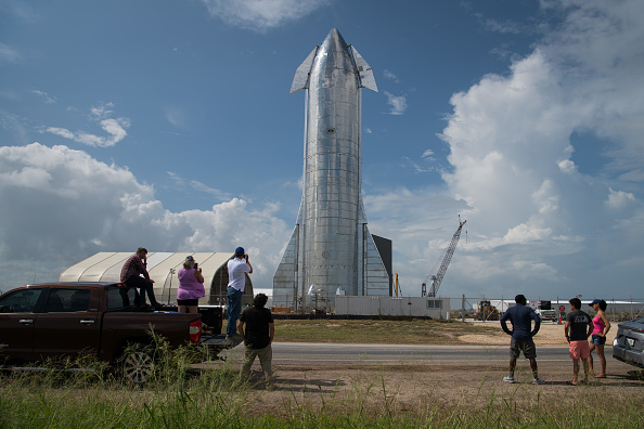 Space Travel Vehicle「SpaceX CEO Elon Musk Gives Update On Starship Launch Vehicle At Texas Launch Facility」:写真・画像(5)[壁紙.com]