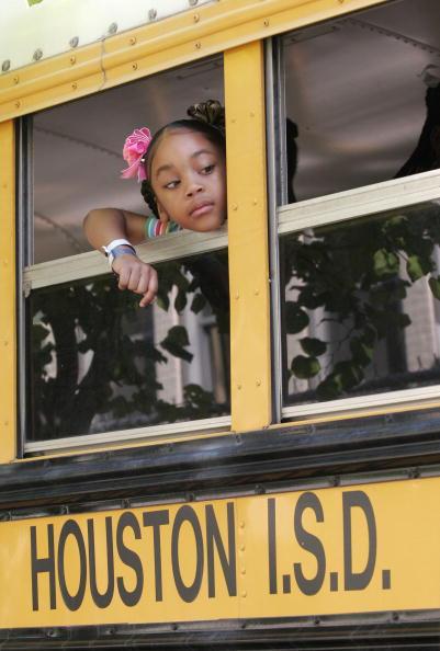 School Bus「New Orleans Evacuees Slowly Assimilate Into Houston Area」:写真・画像(19)[壁紙.com]