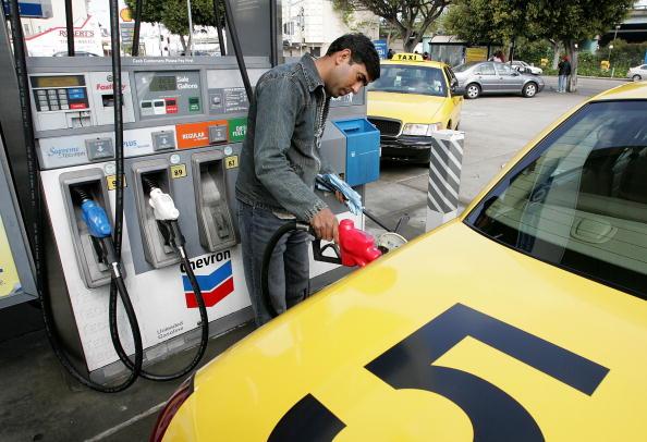 Refueling「Average Gas Price Tops $3 Per Gallon In Many Areas」:写真・画像(15)[壁紙.com]