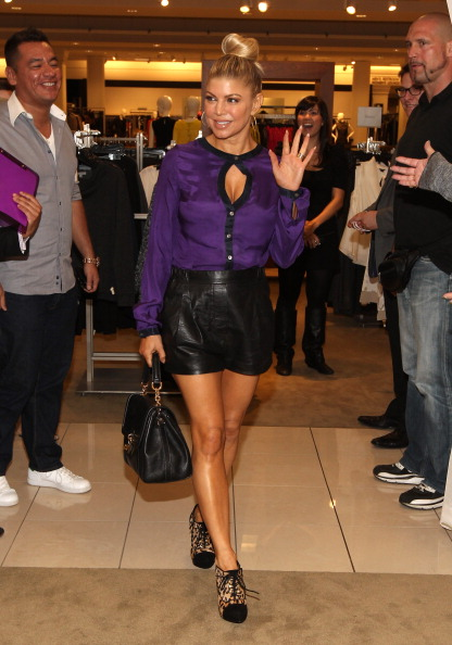 Black Shorts「Fergie Makes Surprise Appearance At Nordstrom The Grove To Debut The Fergie Footwear Fall 2011 Collection」:写真・画像(0)[壁紙.com]