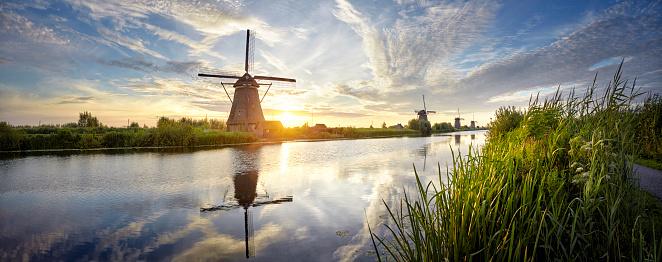 Mill「Windmills and river at sunrise panoramic, Kinderdijk, Netherlands」:スマホ壁紙(19)