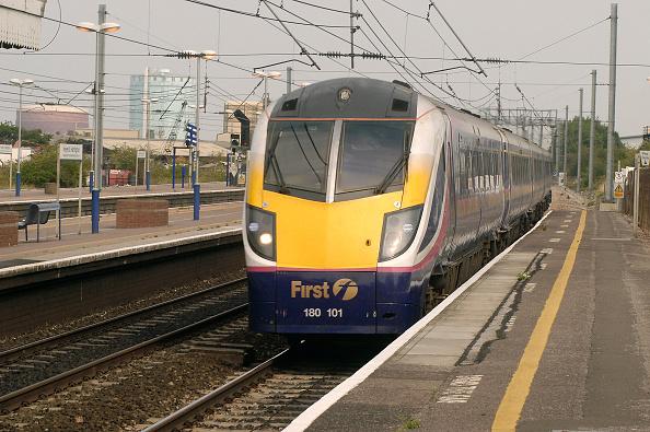 Dividing Line - Road Marking「First Group train standing at platform」:写真・画像(19)[壁紙.com]