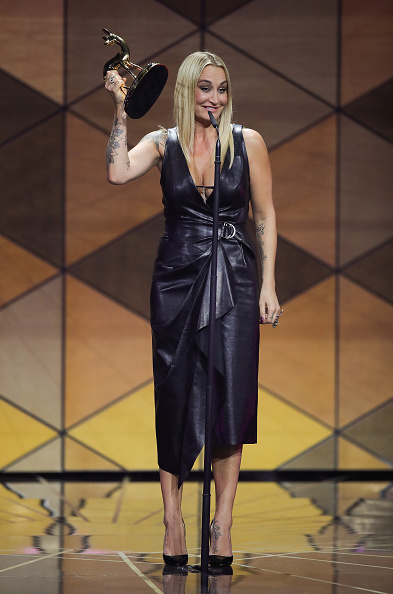 Scooped Neck「Show - Bambi Awards 2019」:写真・画像(6)[壁紙.com]