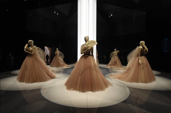 """Victoria And Albert Museum - London「""""Christian Dior: Designer Of Dreams"""" Exhibition At The V&A」:写真・画像(13)[壁紙.com]"""