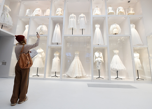 "Exhibition「""Christian Dior: Designer Of Dreams"" Exhibition At The V&A」:写真・画像(2)[壁紙.com]"