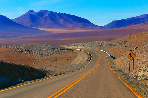 Atacama Region「Highway asphalt Road to Atacama Desert  – dramatic volcanic landscape –  Chile」:スマホ壁紙(2)