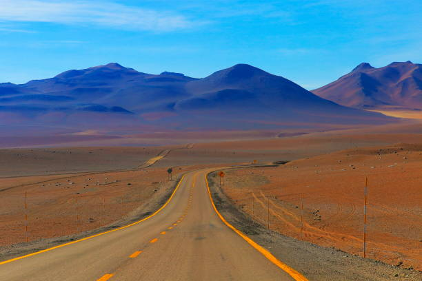 Highway asphalt Road to Atacama Desert  – dramatic volcanic landscape –  Chile:スマホ壁紙(壁紙.com)