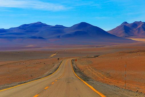 Bolivian Andes「Highway asphalt Road to Atacama Desert  – dramatic volcanic landscape –  Chile」:スマホ壁紙(19)