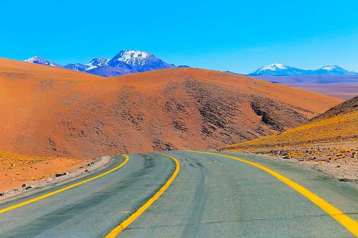 Bolivian Andes「Highway asphalt Road to Atacama Desert  – dramatic volcanic landscape –  Chile」:スマホ壁紙(16)