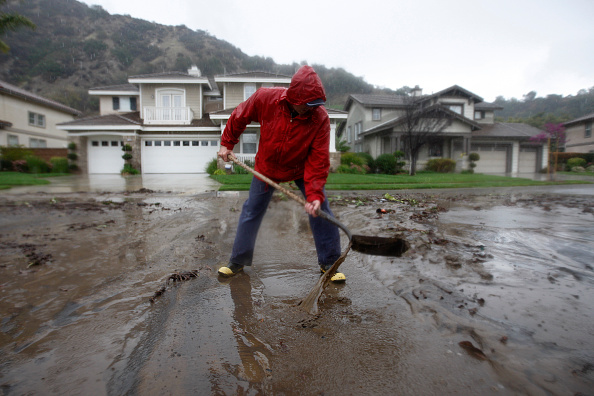 Azusa - California「Rain Storms Threaten Parched Southern California With Mudslides」:写真・画像(3)[壁紙.com]