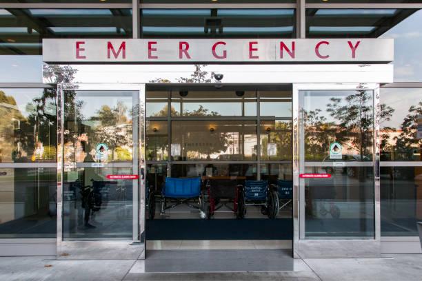 Sliding doors of emergency room in hospital:スマホ壁紙(壁紙.com)