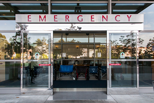 Built Structure「Sliding doors of emergency room in hospital」:スマホ壁紙(18)